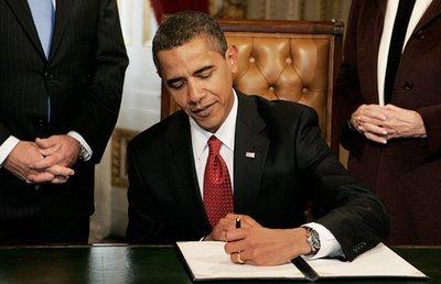 US-President_Barack-Obama_left-handed
